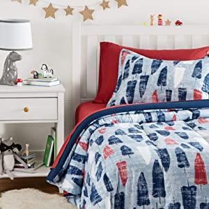 AmazonBasics Easy Wash Microfiber Kids Bed in a Bag Bedding Set   Twin AllTrickz.jpg